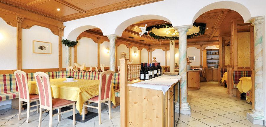 Chalet Hotel Al Pigher, La Villa, Italy - restaurant.jpg
